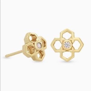 🆕KENDRA SCOTT Rue Stud Earrings in Gold - FIRM!